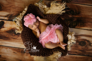 She might be 5 weeks old…  | NW Illinois Custom Newborn Photography