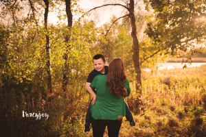 Hugs and Smiles – NW Illinois Family Photography